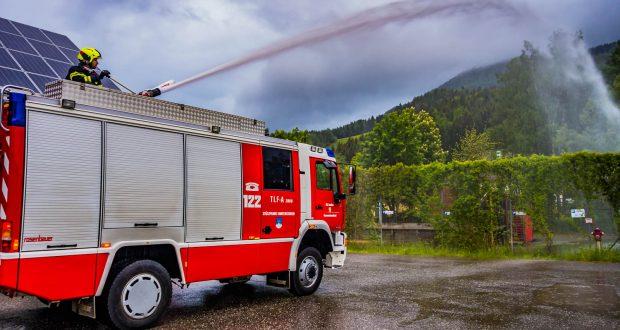 Wasserwerfer im Einsatz in Hinterstoder