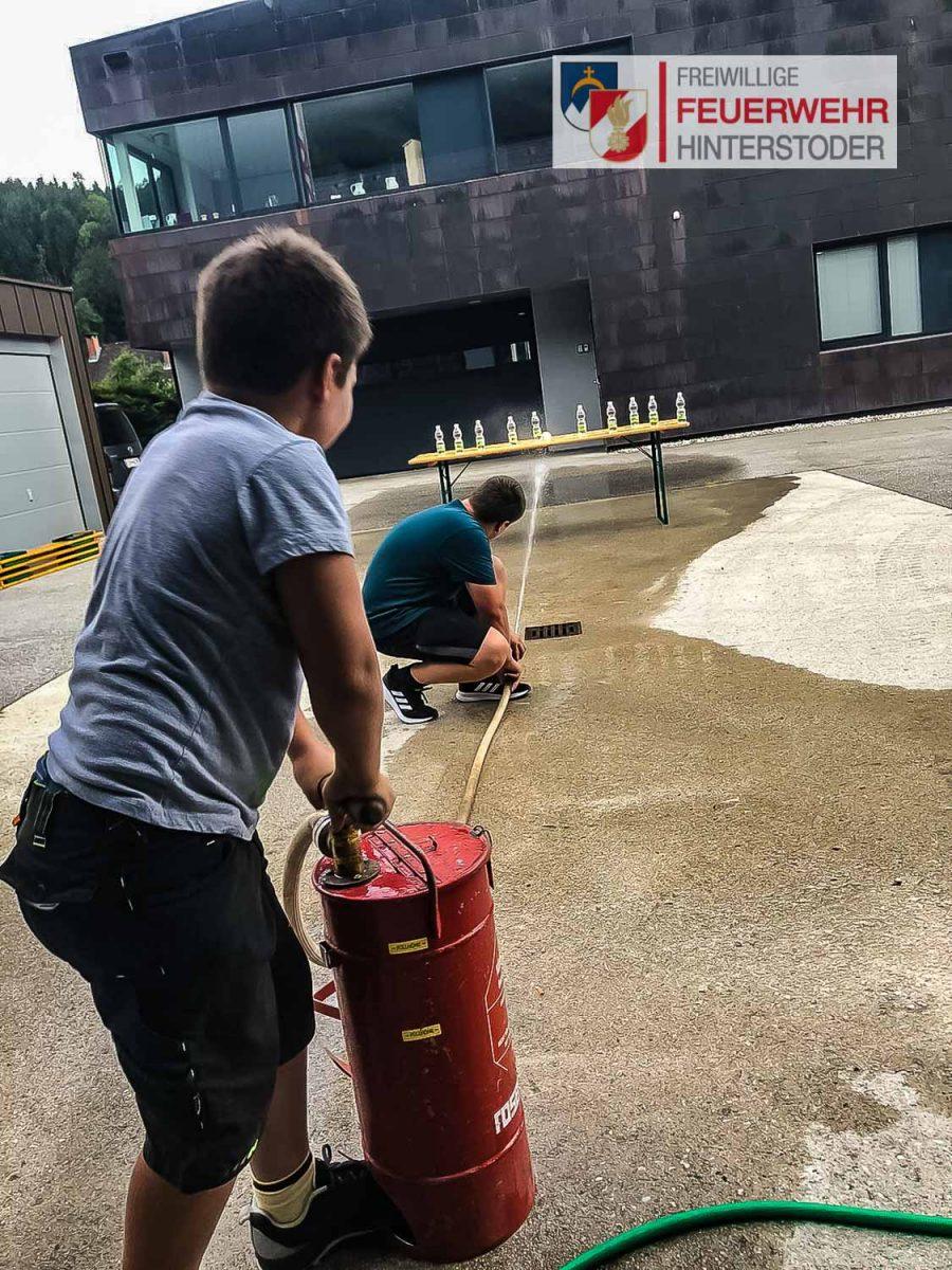Übung der Feuerwehrjugend Hinterstoder - Kübelspritze
