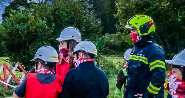 Feuerwehrjugend beübt die Löschgruppe