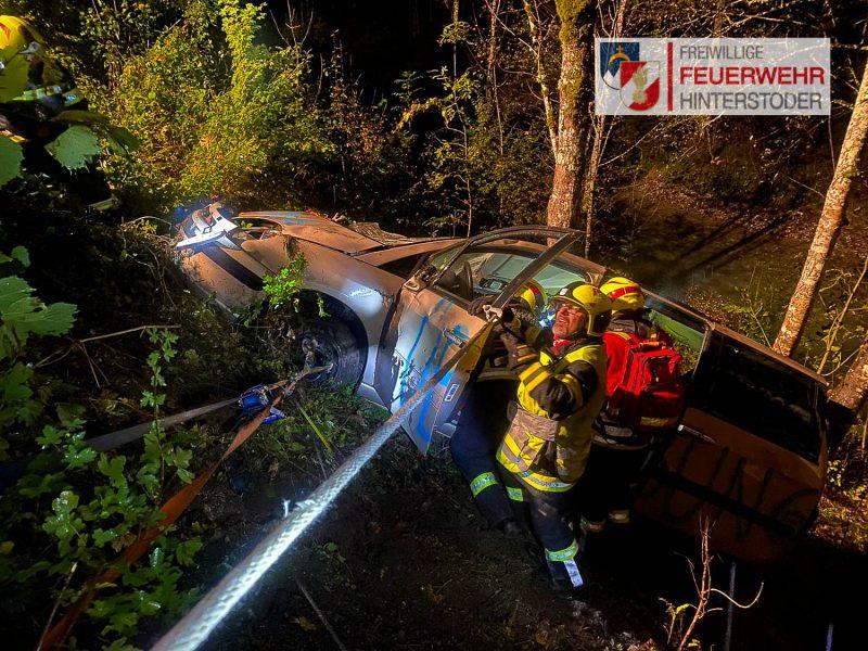 Verkehrsunfall - Einsatzleiter gibt Anweisungen