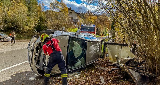 FF Hinterstoder Verkehrsunfall Stodertal-Landesstraße L552 Hinterstoder