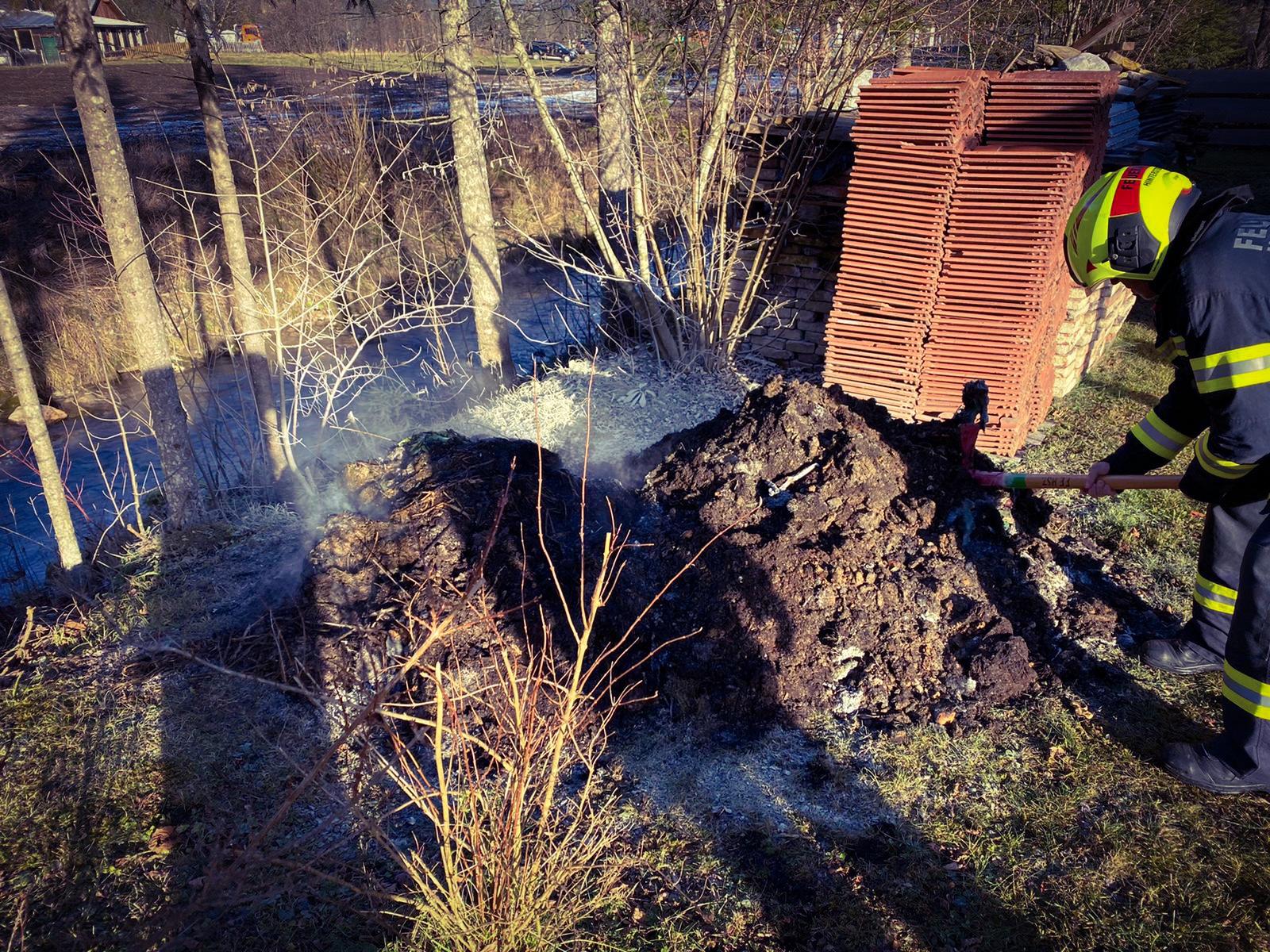 Brennender Komposthaufen in Hinterstoder